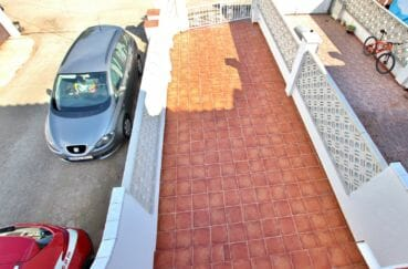 maison a vendre empuriabrava, proche plage, vue plongeante sur le parking cour intérieure
