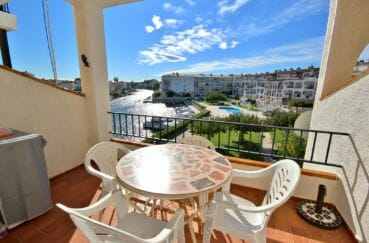 agence empuriabrava, vend appartement 53 m² + parking, aperçu de la terrasse avec jolie vue canal