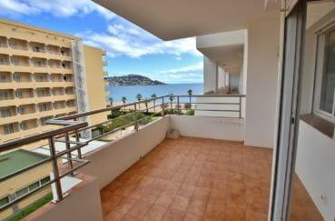 immo roses: appartement 51 m², aperçu de la grande terrasse de 11 m² vue mer