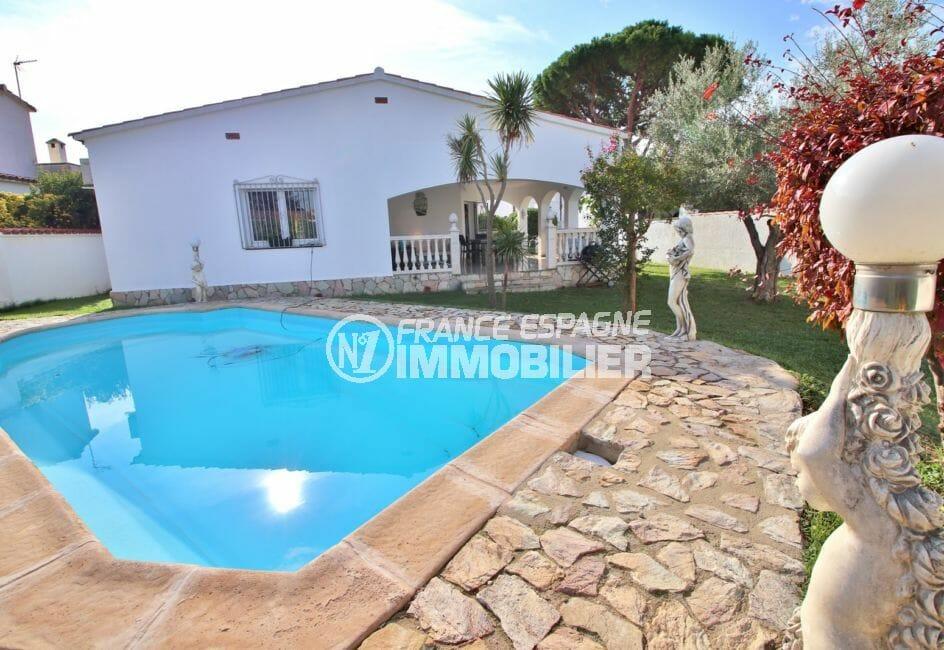 maison a vendre empuria brava, proche plage, aperçu de la piscine 8 m x 3.5 m