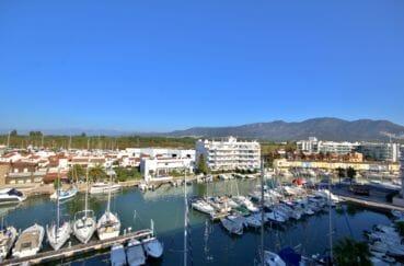 immo roses: appartement 55 m², jolie vue sur la marina depuis la terrasse