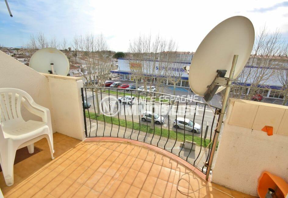 vente appartement empuriabrava, proche commerces, aperçu de la terrasse avec vue dégagée