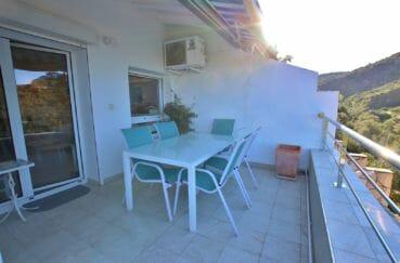 immo roses: appartement 64 m², belle terrasse de 16 m² avec coin détente accès salon