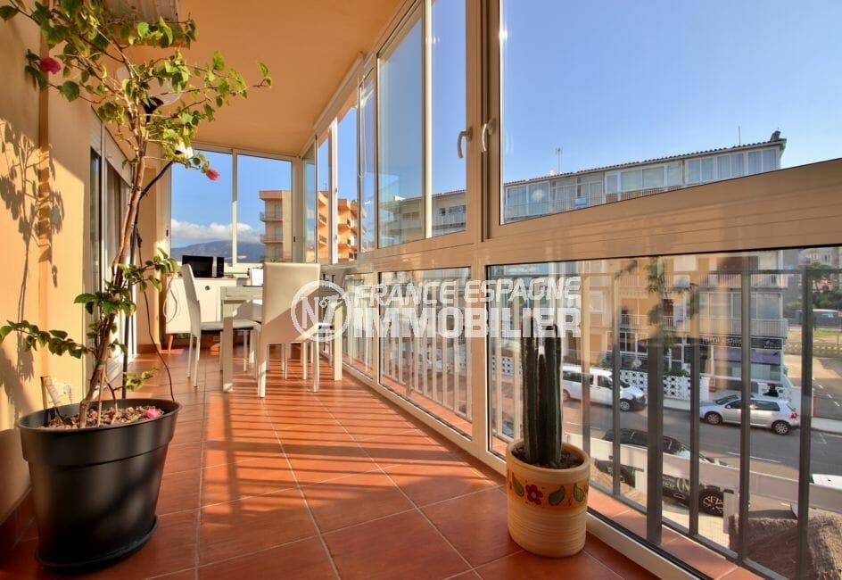 immocenter roses:  appartement 78 m², avec terrasse véranda de 14 m²