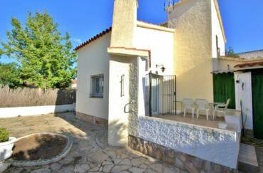 maison a vendre empuriabrava, secteur prisé, aperçu de la façade terrain de 213 m²