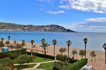 appartement a vendre a rosas, piscine, vue sur la mer en 1ère ligne depuis la terrasse