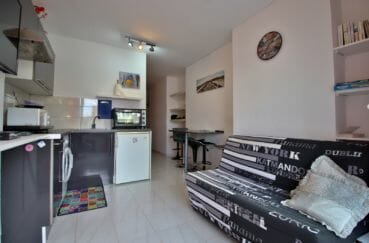 acheter appartement empuriabrava, terrasse, vue sur la pièce principale avec rangements