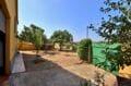 agence immobiliere costa brava: villa 91 m², aperçu du garage et parking cour intérieure