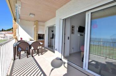 immo roses: appartement 88 m², terrasse de 24 m² avec coin repas aménagée et barbecue