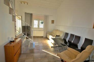 maison empuriabrava, parking, salon / séjour avec vue sur la porte d'entrée