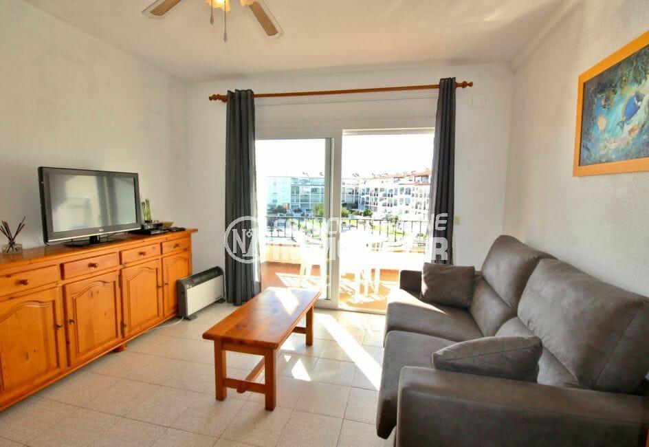 achat appartement empuriabrava, proche plage, salon / séjour avec rangements accès terrasse