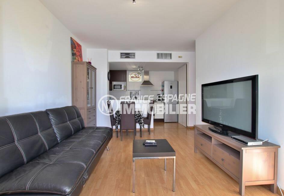 appartement a vendre empuriabrava, résidence avec piscine, parking, au pied des commerces