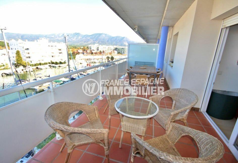 appartement a vendre a rosas, piscine, aperçu de la terrasse de 14 m² coin détente