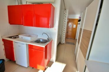 achat appartement empuriabrava, vue mer, coin cuisine équipée avec rangements