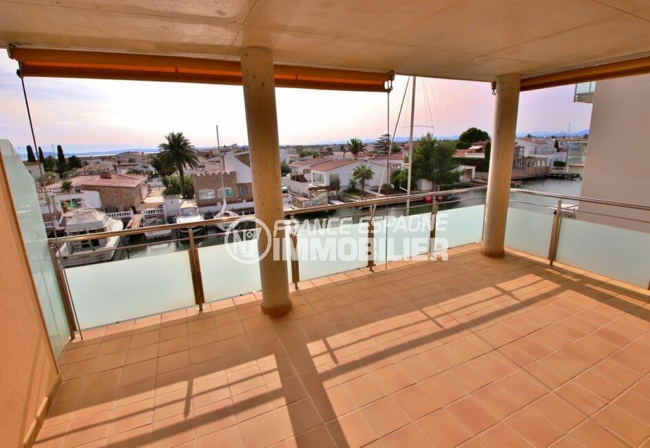 agence immobilière costa brava: appartement 74 m², terrasse spacieuse de 23 m² jolie vue marina