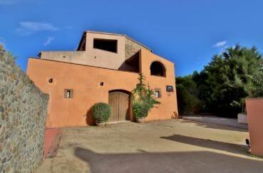agence immobiliere costa brava espagne: villa 581 m², aperçu de la façade avec beaucoup de charmes