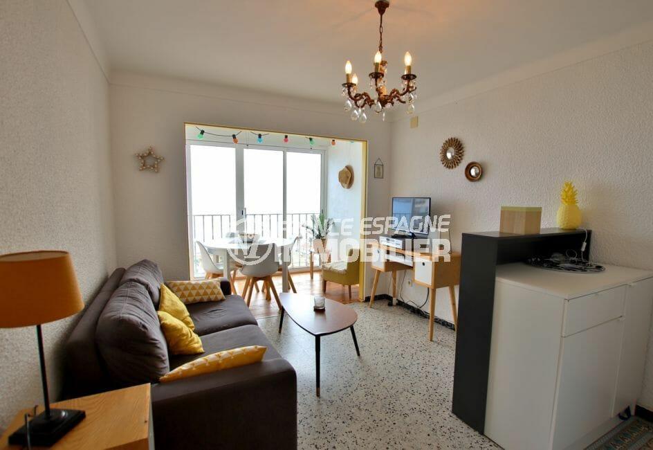 agence immobilière costa brava: studio 33 m², pièce principale avec rangements et vue mer