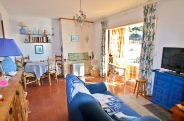 appartement a vendre a rosas, piscine, salon / séjour avec rangements accès véranda et balcon