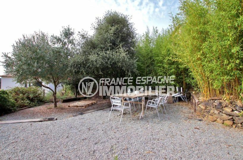 agence immobilière costa brava: villa 154 m², grand terrain arboré avec coin repas aménagé