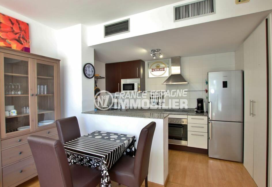 acheter appartement empuriabrava, 58 m², cuisine américaine semi ouverte sur le salon / séjour