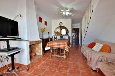 maison à vendre empuriabrava, possibilité piscine, salon / séjour avec jolie cheminée