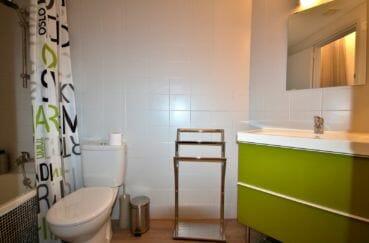 immobilier a empuriabrava: appartement 48 m², salle de bains avec baignoire, vasque et wc