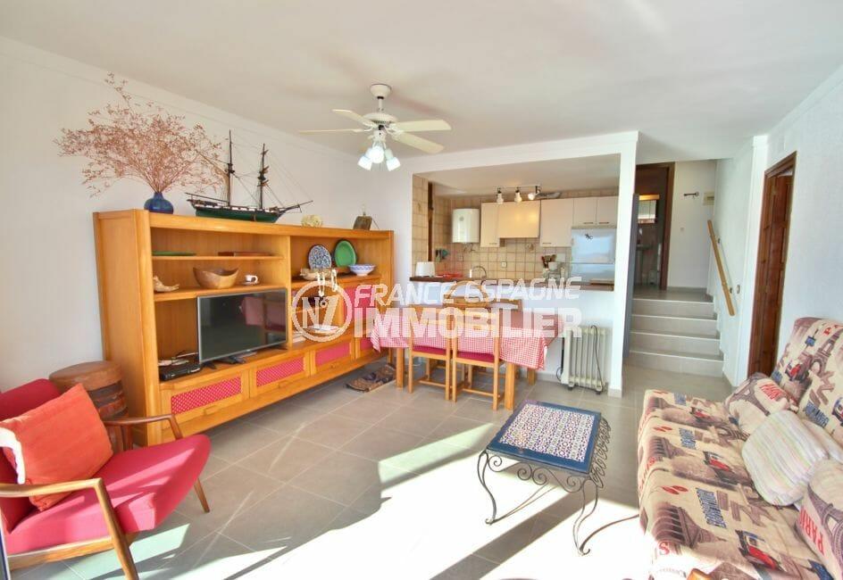 appartements a vendre a rosas, garage, salon / séjour avce cuisine semi ouverte