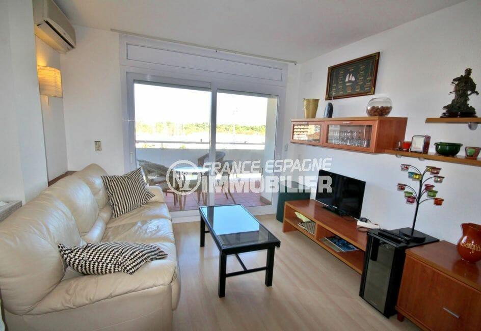 appartements a vendre a rosas, parking, salon / séjour avec rangements accès terrasse