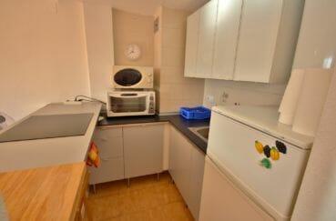agence immobiliere costa brava: appartement 38 m², cuisine semi ouverte équipée