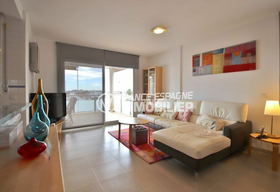 roses espagne: appartement 74 m², salon / séjour lumineux accès grande terrasse