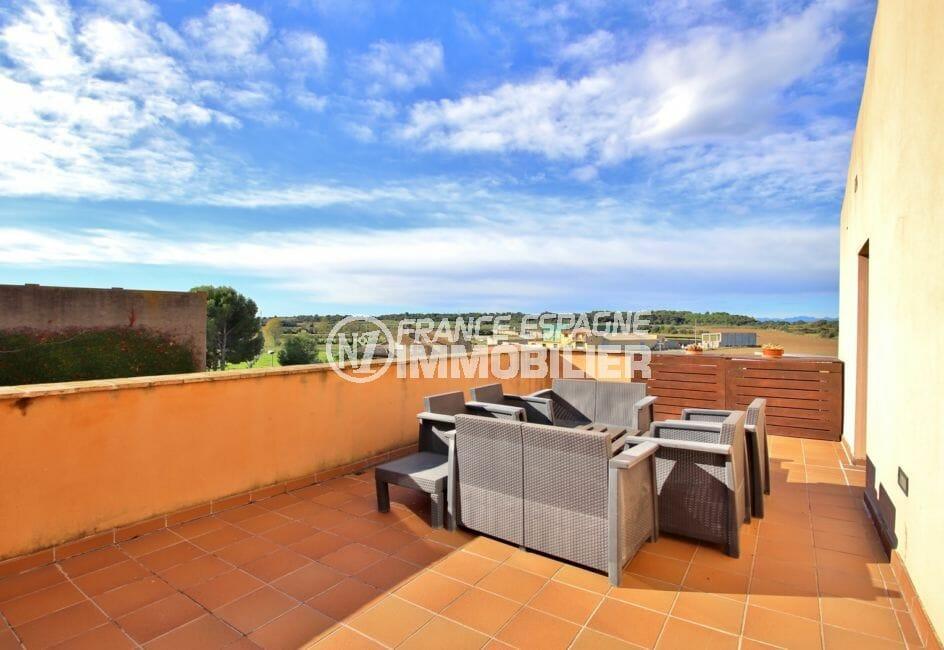 achat maison costa brava, proche rosas, terrasse solarium vue dégagée accès cuisine étage