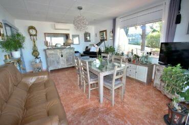 achat appartement rosas: 2 chambres 72 m², salon/salle à manger avec climatisation