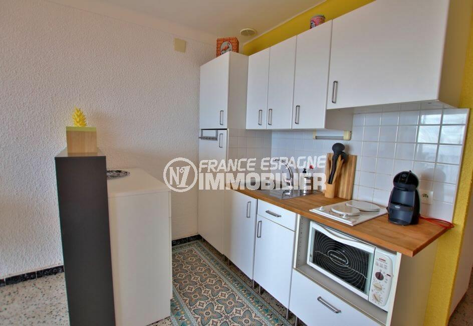 achat appartement empuriabrava: studio 33 m² vue mer, coin cuisine équipée avec rangements