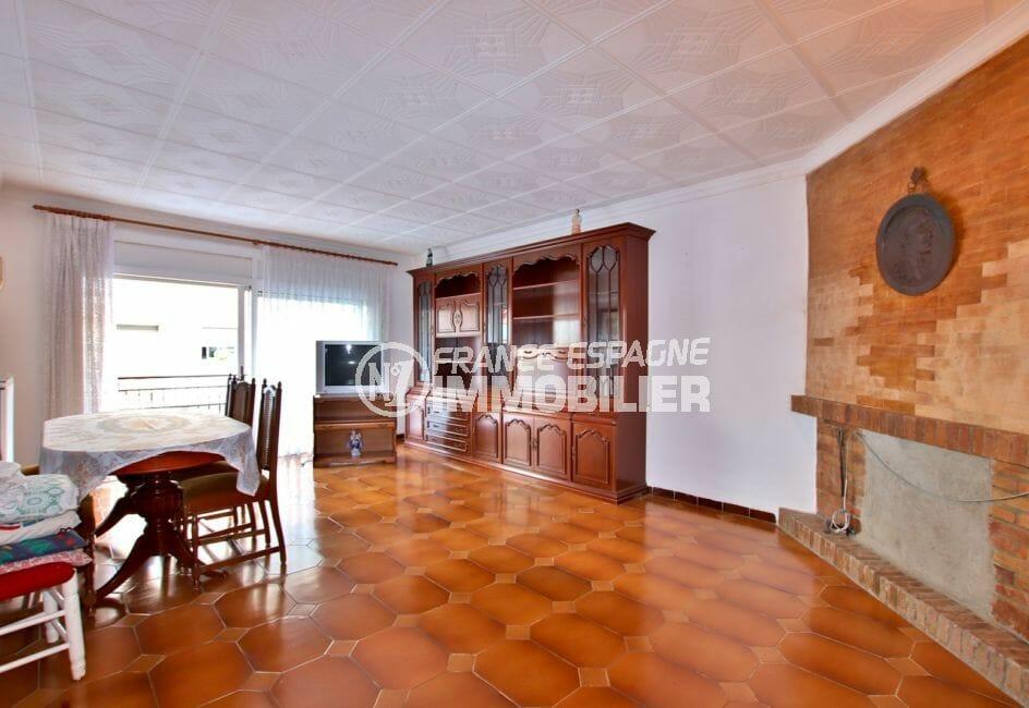 vente immobilier rosas espagne: villa 260 m², salon / séjour avec cheminée accès terrasse