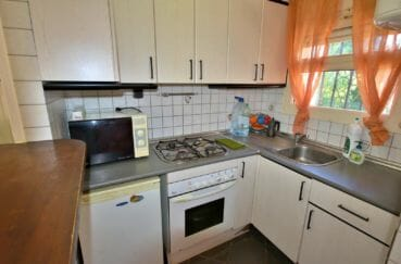 maison à vendre empuriabrava, proche plage, cuisine semi ouverte équipée avec rangements