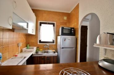 maison a vendre a empuriabrava, proche plage, cuisine semi ouverte sur le salon / séjour