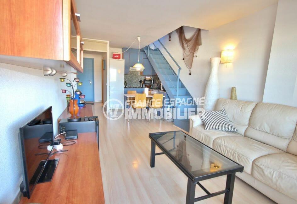 agence immobiliere costa brava: appartement 55 m², salon / séjour avec cuisine ouverte