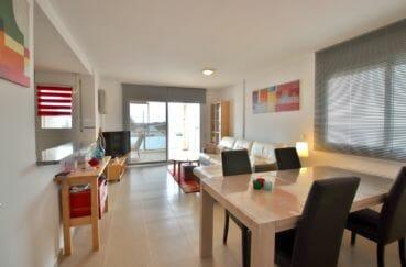 appartement a vendre a rosas, parking, salon / séjour avec cuisine semi ouverte