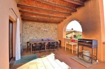 maison a vendre espagne costa brava, mas catalan, terrasse couverte avec coin repas et barbecue