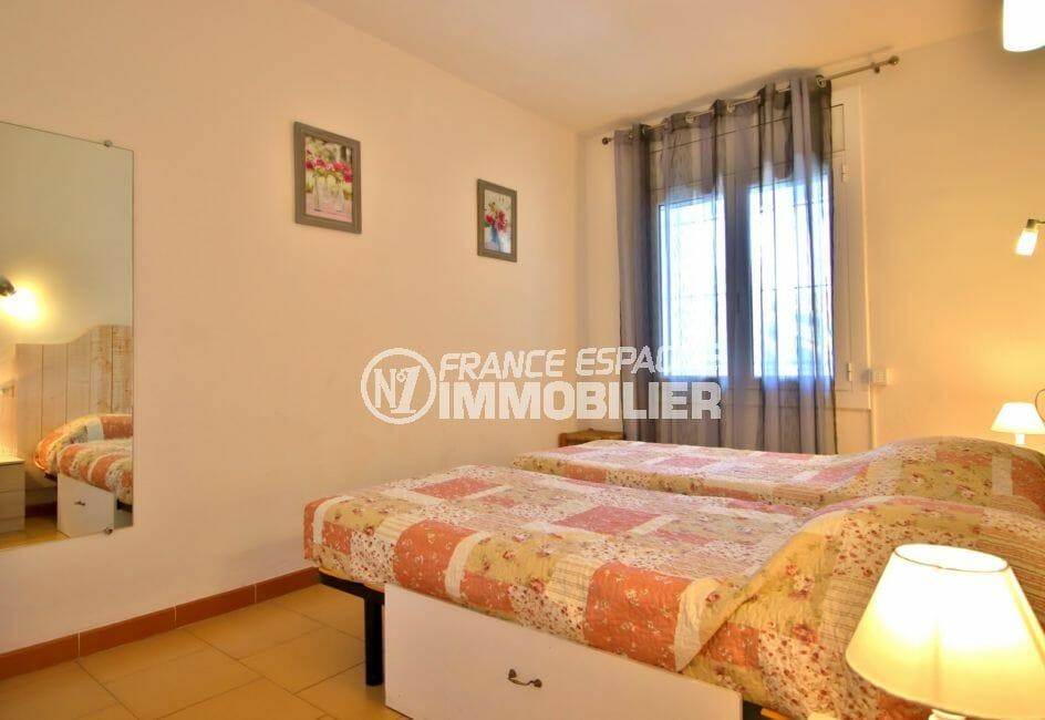appartement a vendre rosas: appartement 53 m² avec vue mer, chambre a coucher