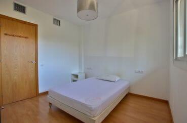 appartement à vendre empuriabrava, piscine, première chambre avec lit double