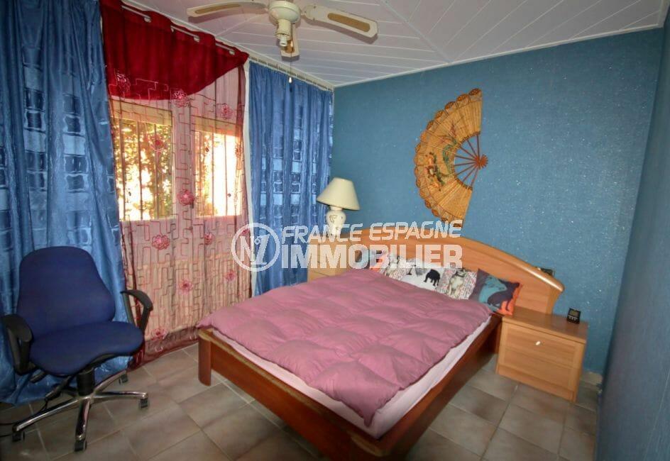 agence immobiliere costa brava: villa 83 m², première chambre avec lit double