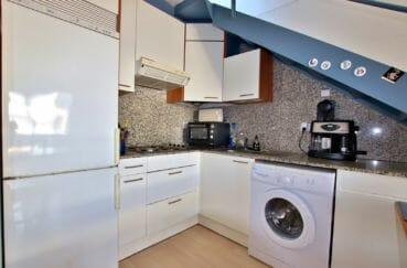 achat appartement rosas, garage, aperçu de la cuisine équipée avec rangements