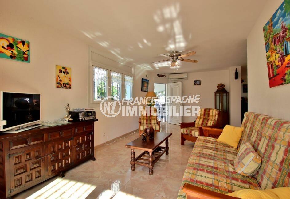 acheter a empuriabrava: villa 138 m², salon / séjour avec des rangements accès terrasse