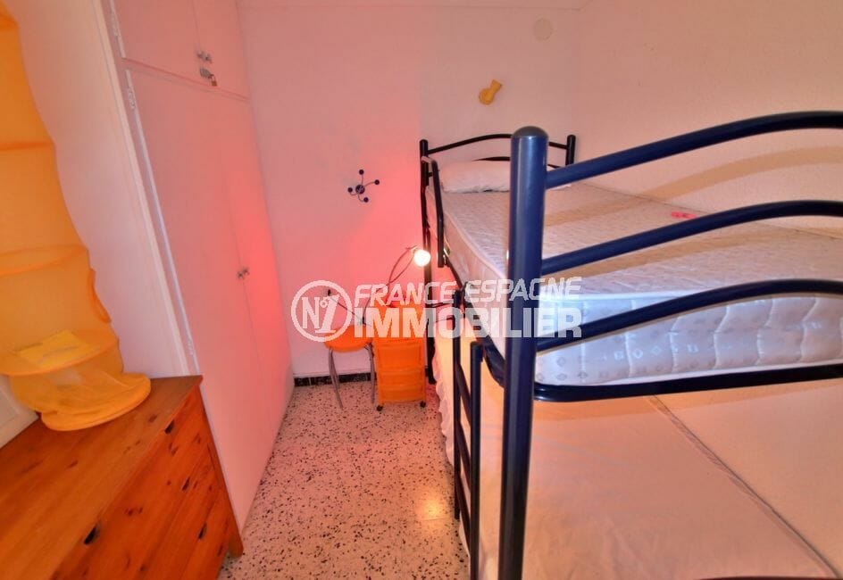 appartement à vendre empuriabrava, 33 m² terrasse vue mer, chambre alcôve avec placards