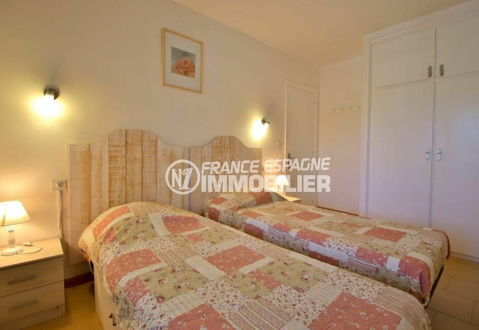 appartement a vendre rosas: appartement 53 m² avec vue mer, chambre avec armoire encastrée
