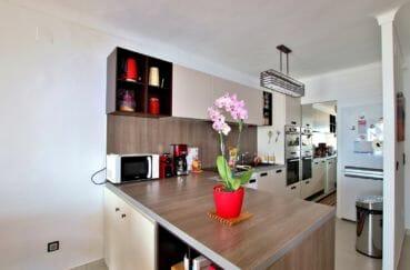 agence immobilière costa brava: appartement 88 m², cuisine américaine équipée et fonctionnelle