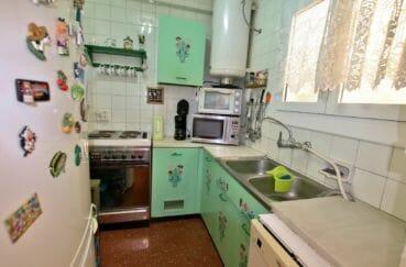 agence immobilière costa brava: appartement 64 m², cuisine indépendante équipée avec rangements