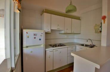 acheter appartement rosas, grande terrasse, coin cuisine équipée avec rangements