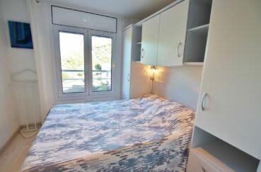 achat appartement rosas,atico, première chambre avec lit double et rangements